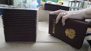 Медведев утвердил список иностранных вузов дипломы которых  Медведев утвердил список иностранных вузов дипломы которых действительны в России