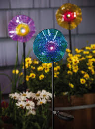 glass flowers for your garden here are some tips to use while ping for the glass and then see below on how to make the glass flowers with plates