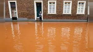مثلما كان الحال في سوريا... لاجئون يتطوعون لإزالة آثار فيضانات ألمانيا
