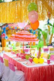 garden party table decoration ideas. beautiful table decoration for a kids birthday party in the garden ideas