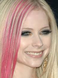 avril lavigne is famous infamous for her incredibly dark black smoky eyes it is often hard to find her sporting anything other than black shadow and