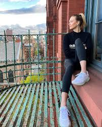 Karlie Kloss Black Skinny Workout ...