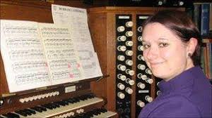 Durham Cathedral welcomes woman organist - BBC News