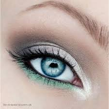 eye makeup for blue eyes green silver and white eyeshadow stunning