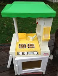 Little Tikes Outdoor Kitchen Little Tikes Party Kitchen Greenlooksgoodoneveryone