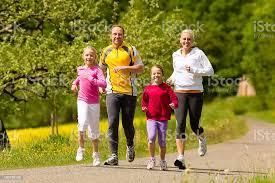 Rodzina Jogging Na Sport Na Świeżym Powietrzu - zdjęcia stockowe i więcej  obrazów Biegać - iStock
