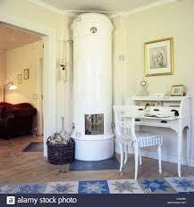 Schwedische Kachelofen Im Wohnzimmer Einer Hütte Mit Einem