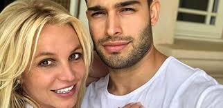 But as the #freebritney movement continues to grow after the release of framing britney spears, many fans are curious to learn more about the music superstar's boyfriend. Bymt4ecny0vchm