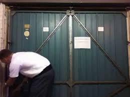 henderson garage doorHow to change the roller spindles on a Henderson Merlin garage
