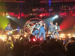 Garth Brooks Bridgestone Arena Seating Chart Garth Brooks Rocks Bridgestone With 10 Song Encore