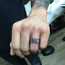 татуха кольца на безымянном пальце мужчины фото рисунки эскизы