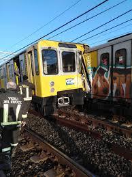 Napoli, scontro tra treni della metro alla stazione ...