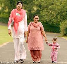 tallest woman in the world 2013 height. Interesting Height Zainab Bibi 7u0027 2 With Tallest Woman In The World 2013 Height S
