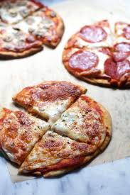 best ideas about kosher pizzas tacos paris cafe five minute pita pizzas