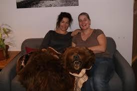 Zwei Frauen eröffnen die Bäretatze   Berner Oberländer