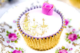 cupcake chandelier pink and gold chandelier cupcake by cakes black chandelier cupcake stand