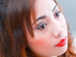 apply 1920s makeup