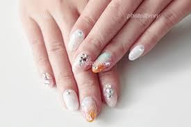 カラフルネイルラメ白ピンクグラデーション花柄 写真素材 5085980