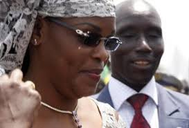 ... République (Apr) vont épauler la Première dame, Marième Faye Sall, dans sa fondation « Servir le Sénégal ». Selon le journal Enquête, Christophe Aubrun, ... - 56092a7c6ff49a5be2fc6cfab4e34669