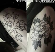 фото тату цветок на бедре Blackgrey 2 анатомия