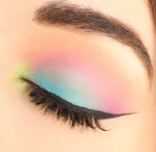simple and colorful eye makeup style