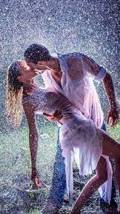 Romantic couples, Kissing in the rain