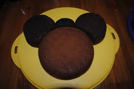 then i just looked at a pic of a minnie mouse cake