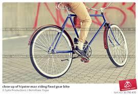 close up of <b>hipster</b> man riding <b>fixed gear</b> bike. Стоковое фото ...