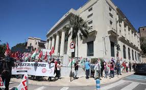 Resultado de imagen de Manifestacion Pensionistas en Málaga. Rodea Banco de España