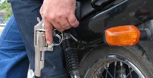Resultado de imagem para imagem ilustrativa de assaltante de moto