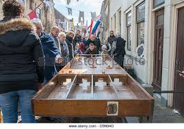 Dutch Game With Wooden Discs Playing Shuffleboard Stock Photos Playing Shuffleboard Stock 93