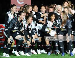 Juventus Women players celebrate the winning of the Italian... Nieuwsfoto's  - Getty Images