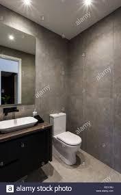 Moderne Badezimmer Mit Schwarzer Farbe Armatur Und Waschbecken Mit