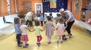 Ach jak przyjemnie - tańczą dzieci ze żłobka 27 w Krakowie - YouTube