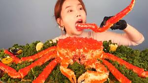 5.7KG GIANT KING CRAB eating show ...