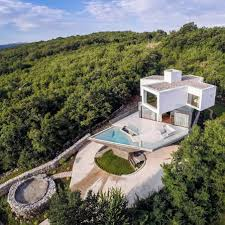 house dazzling sloping designs 11 spectacular summer hilltop 1 house designs for sloping hillside