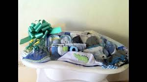 how you can utilise a baby bath tub to make a baby shower arrangement