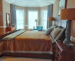 How many throw pillows on the bed? 7 must read tips to avoid too many  pillows.