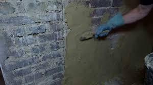 Ist der mörtel pastös und behält seine form, kann er verarbeitet werden. Verputzen Im Altbau Kalkputz Zweilagig Innenputz Sumpfkalkputz Luftkalk Youtube