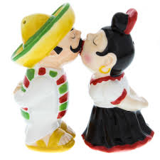 kissing mexican magnetic salt and pepper shakers  retroplanetcom
