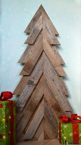 outdoor pallet christmas tree. an easy way to add natural elements into your christmas decor, build a rustic outdoor pallet tree s
