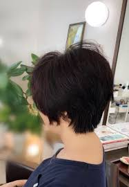 くせ毛でショートヘアにするときはクセを活かした髪型にしませんか
