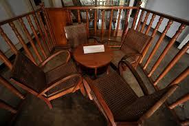 Hasil gambar untuk meja kursi bung karno di rumah pengasingan bengkulu