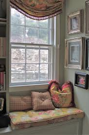 Decorations:Simple Good Looking Window Seating Design With Small  Bookshelves Idea Nice Furniture Design In