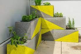 Você pode ter na sua decoração de uma maneira super simples, barata e criativa com o uso dos blocos de concreto para ter um toque indústrial ou mais rústico. 20 Ideias De Decoracao E Jardins Com Blocos De Concreto Patio Diy Bloco De Cimento Colocadores De Concreto