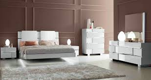 contemporary style white finish bedroom dresser