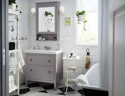 Beachten sie nun, wie die spiegel diesen raum breiter und geräumiger erscheinen lassen. Moderne Schone Spiegel Furs Bad Schoner Wohnen