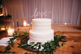 White Cake With Greenery Nyc Event Designer And Florist Michelle