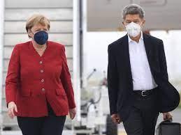 Angela Merkel's husband accompanies her ...