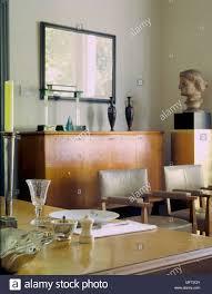 Ein Detail Einer Modernen Gelb Wohnzimmer Mit Esstisch Zwei Sessel